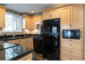 1278 Bayview Dr-MLS_Size-008-16-Kitchen-1024x768-72dpi - Copy