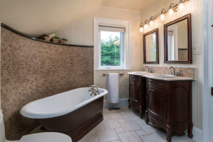 3671 Diamondview Rd-small-031-32-Main Bathroom-666x444-72dpi