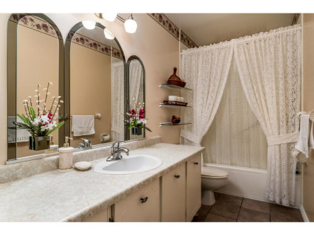 4640 Cosmic Pl-MLS_Size-018-15-Main Bathroom-1024x768-72dpi