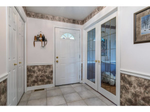 470 Berry Side Rd-MLS_Size-006-10-Foyer-1024x768-72dpi