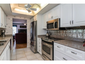 470 Berry Side Rd-MLS_Size-013-19-Kitchen-1024x768-72dpi