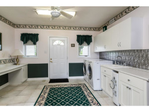 470 Berry Side Rd-MLS_Size-021-17-LaundryMudroom-1024x768-72dpi